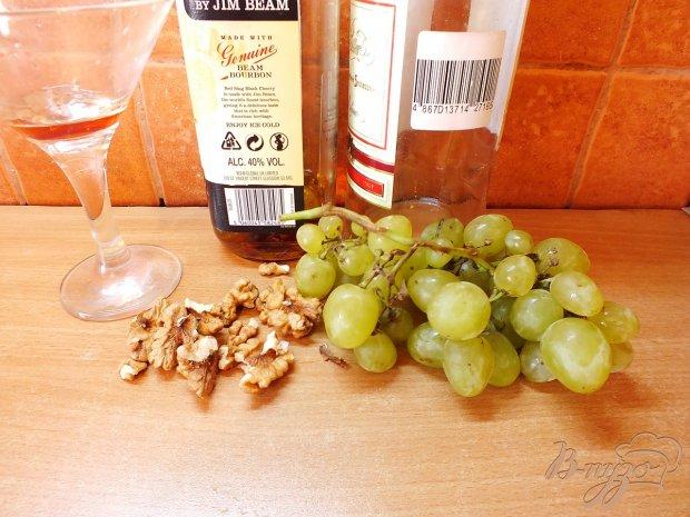 Сорбе из винограда с ликером и грецким орехом