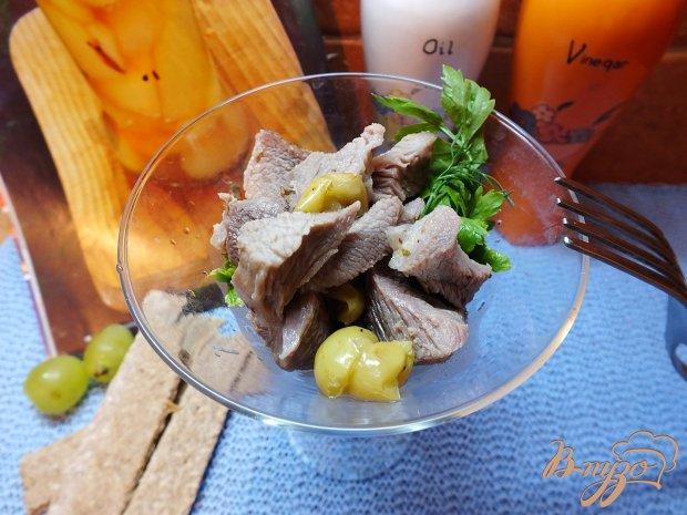 Теплый мясной салат с виноградом