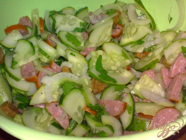 Салат из огурцов  с колбасками