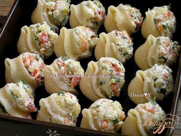 Лумакони с творогом и овощами