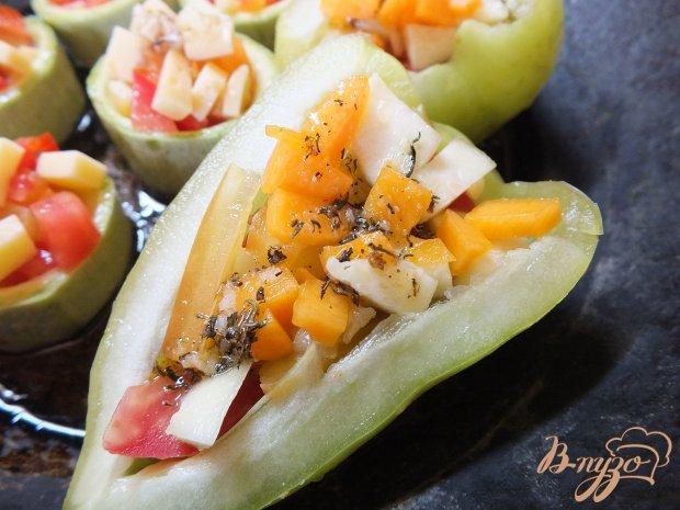 Перцы фаршированные сыром и овощами