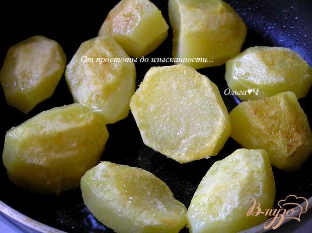 Картофель в томатном соусе с травами