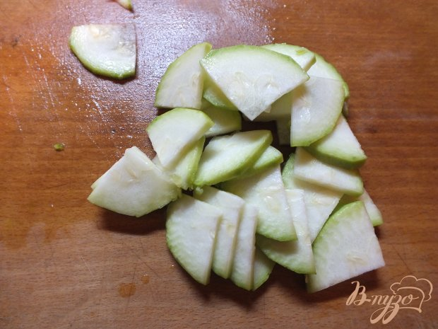 Салат с сырыми кабачками