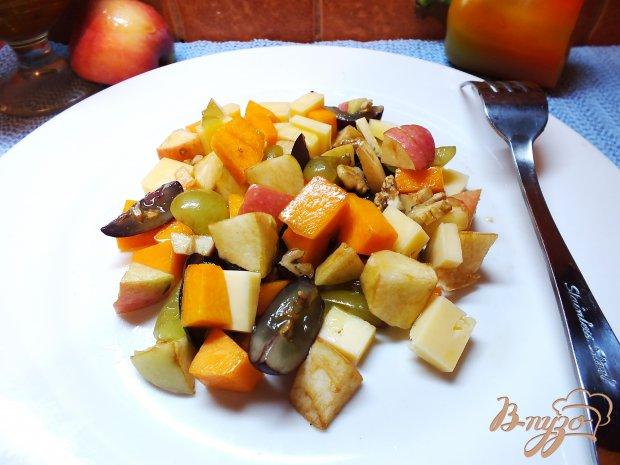 Салат и твердого сыра фруктов
