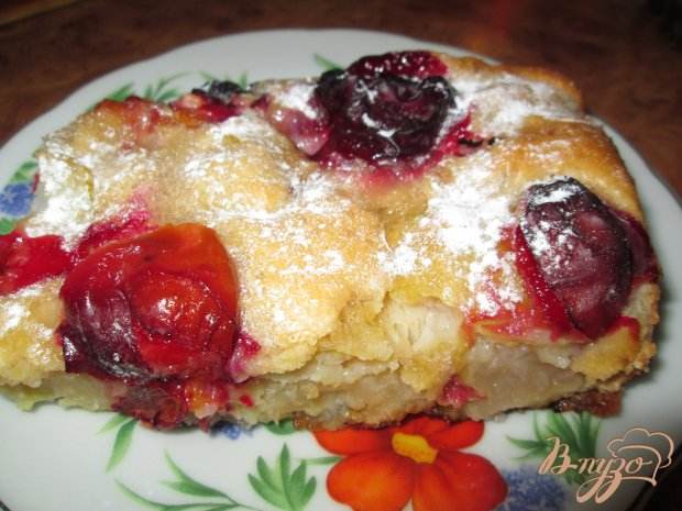 Пирог с яблоками, грушами и сливами