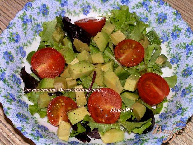 Салат с авокадо, черри и грейпфрутом