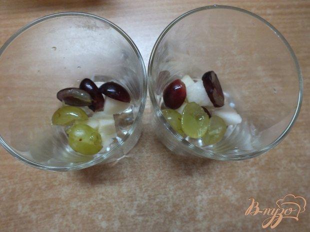Овсяная каша с фруктами, медом и взбитой сметаной