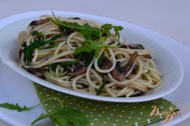 Спагетти с грибами и рукколой