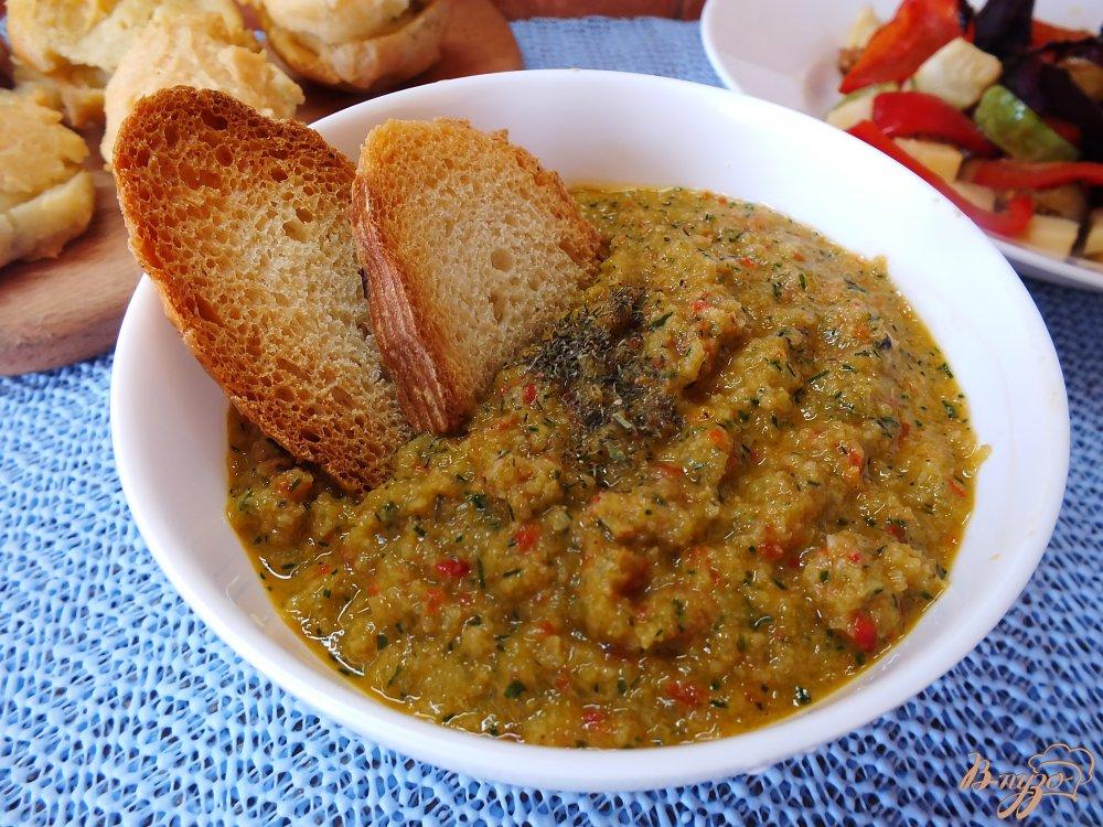Фото приготовление рецепта: Холодный хлебный суп с огурцом шаг №10