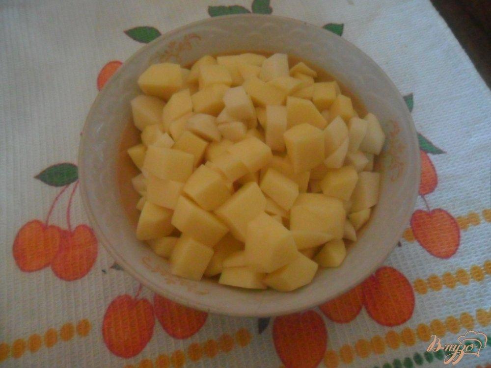 Фото приготовление рецепта: Пельменный суп шаг №2