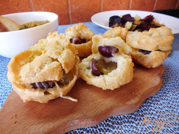 Рецепт Эклеры с виноградом, сыром и орехами