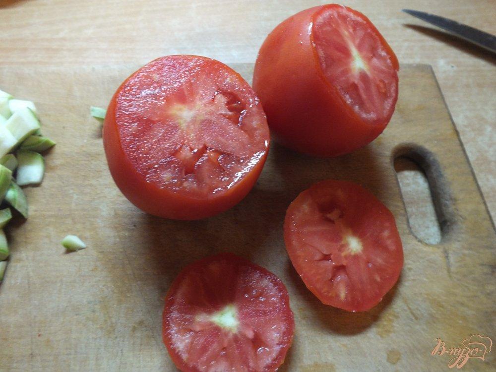 Фото приготовление рецепта: Помидор запеченный с кабачком и сыром шаг №2