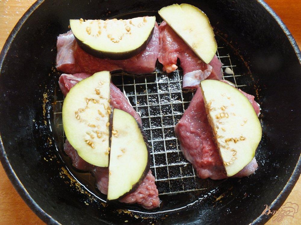 Фото приготовление рецепта: Биточки из говядины с овощами шаг №5