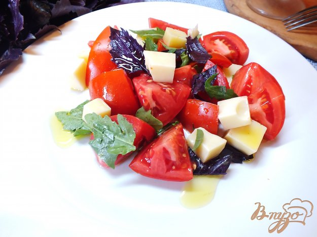 фото рецепта: Салат с рукколой и сыром
