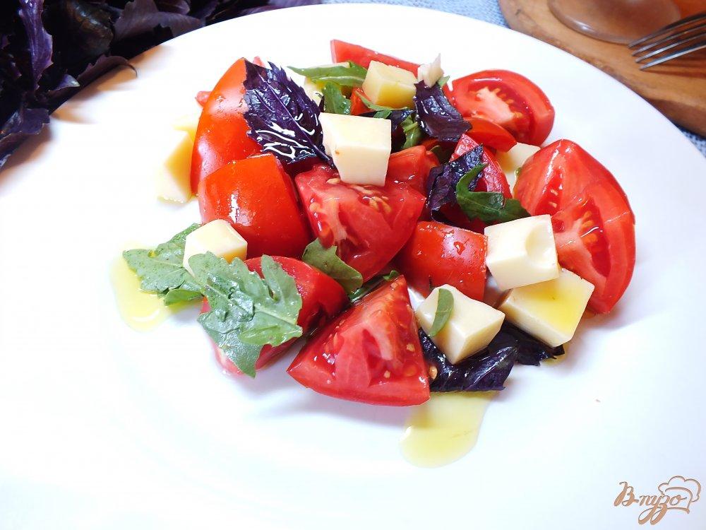 Фото приготовление рецепта: Салат с рукколой и сыром шаг №7