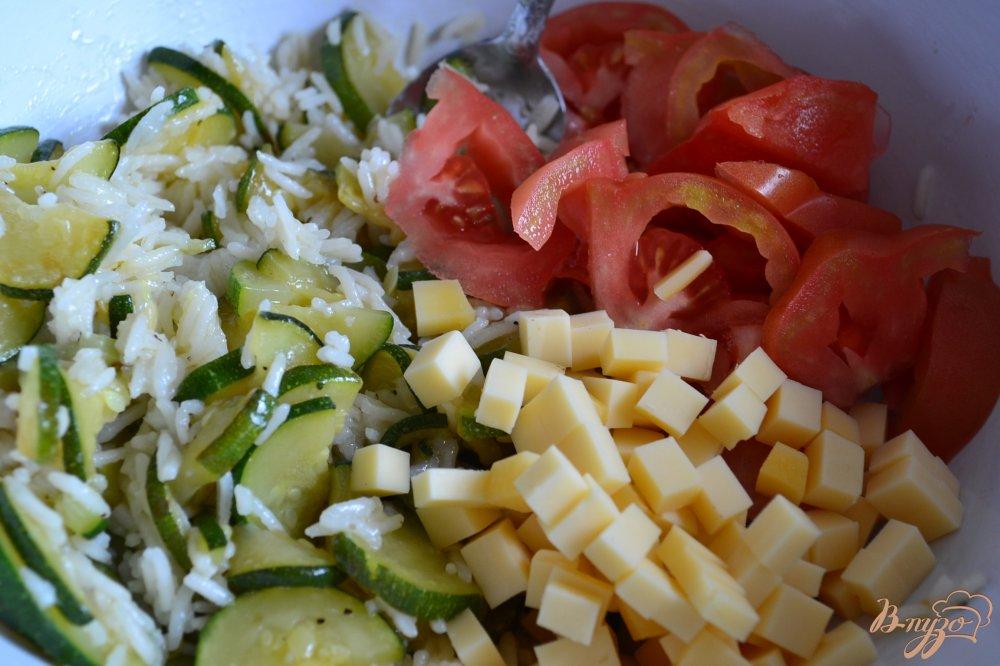 Фото приготовление рецепта: Рисовый салат с овощами и сыром шаг №3