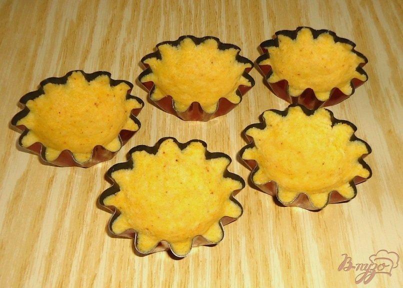 Фото приготовление рецепта: Кукурузные тарталетки с паштетом из крабовых палочек шаг №5