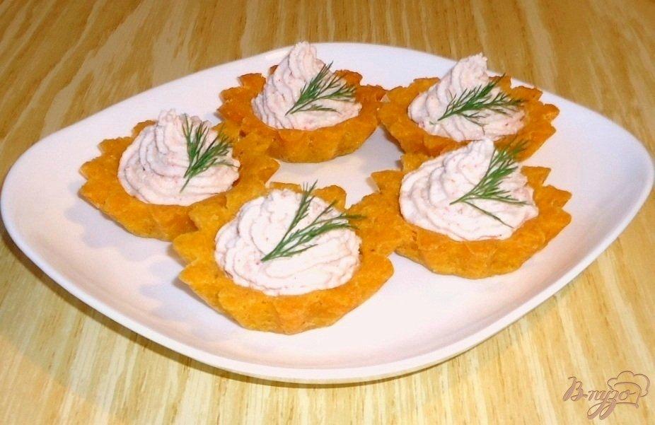 Фото приготовление рецепта: Кукурузные тарталетки с паштетом из крабовых палочек шаг №12
