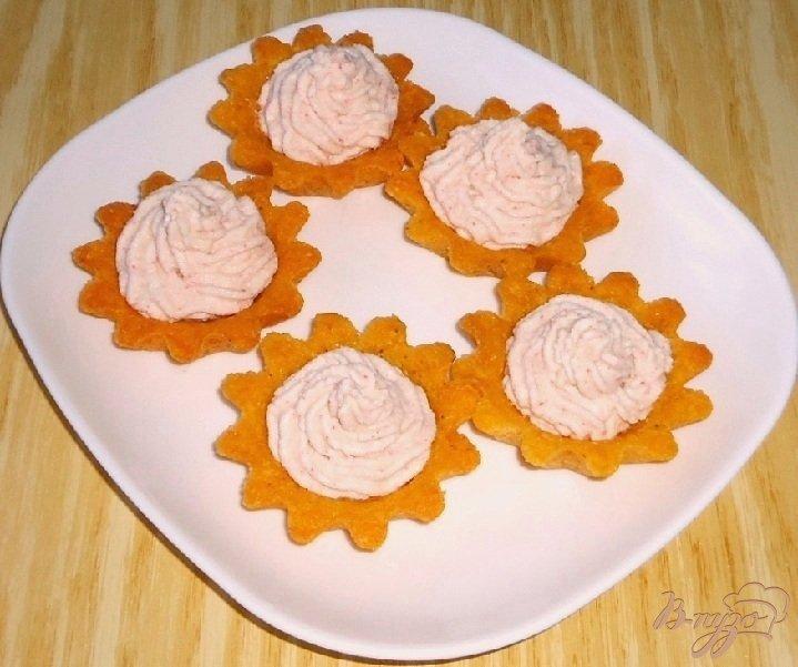 Фото приготовление рецепта: Кукурузные тарталетки с паштетом из крабовых палочек шаг №11
