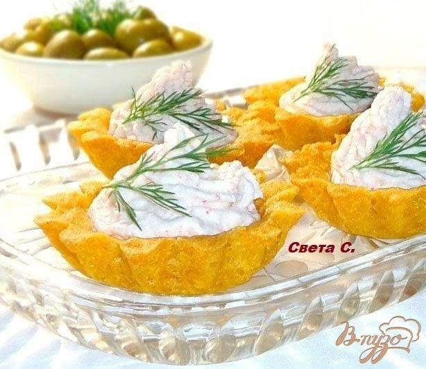 фото рецепта: Кукурузные тарталетки с паштетом из крабовых палочек