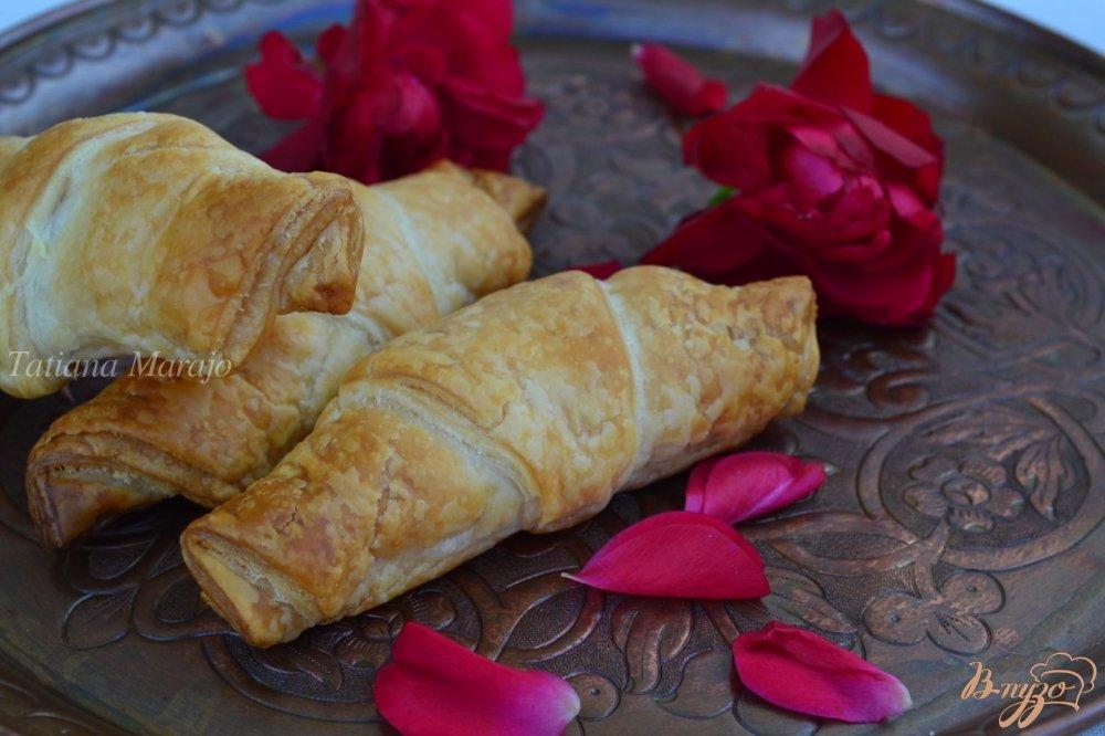 Фото приготовление рецепта: Круассаны с розовым лукумом шаг №4