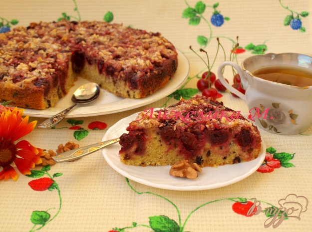 Рецепт Пирог с вишнями, шоколадом и грецкими орехами