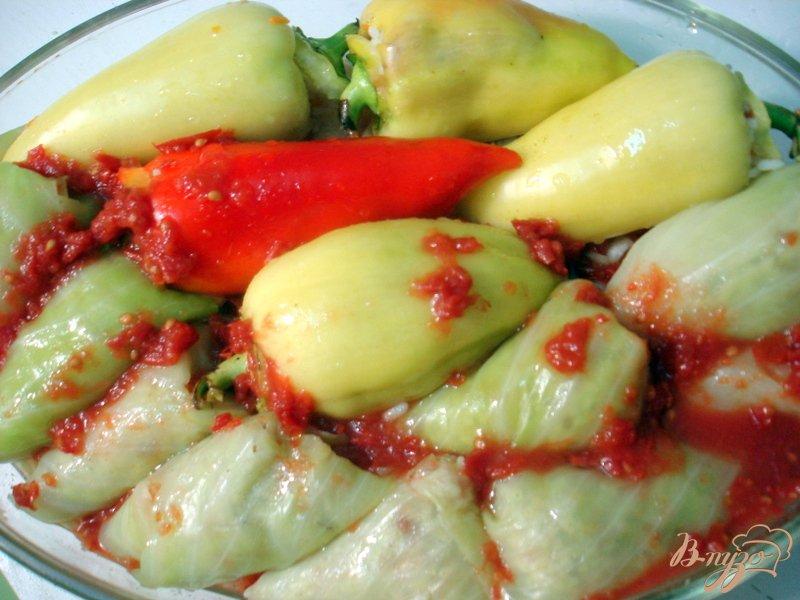 Фото приготовление рецепта: Вегетарианские голубцы и перцы шаг №7