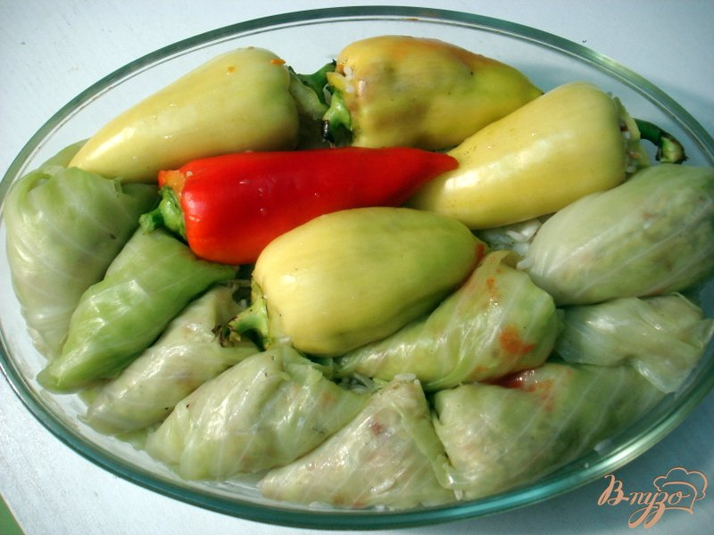 Фото приготовление рецепта: Вегетарианские голубцы и перцы шаг №6