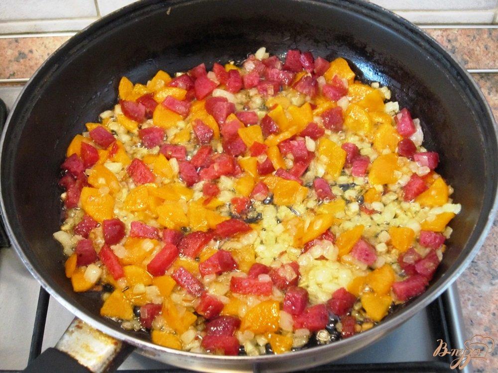 Фото приготовление рецепта: Гороховый суп с копченой колбасой шаг №7