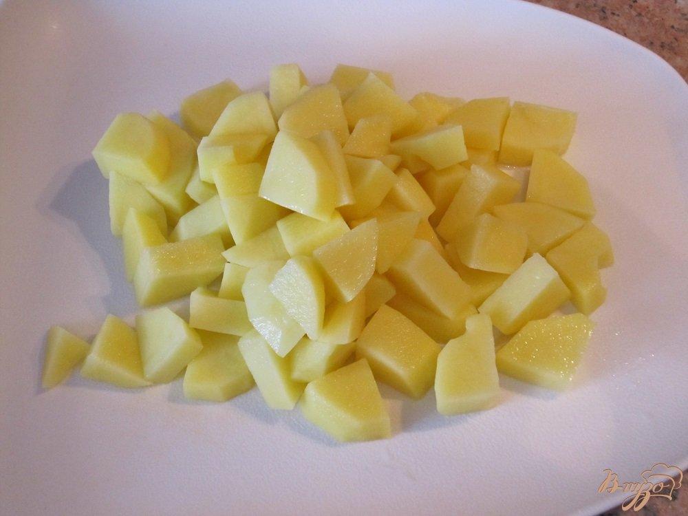 Фото приготовление рецепта: Гороховый суп с копченой колбасой шаг №4
