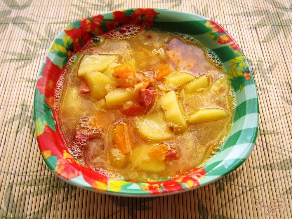 Фото приготовление рецепта: Гороховый суп с копченой колбасой шаг №9