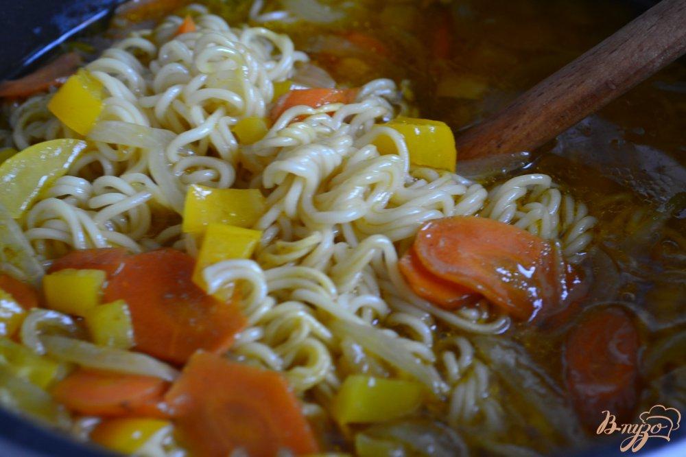 Фото приготовление рецепта: Суп с нутом и лапшой шаг №5