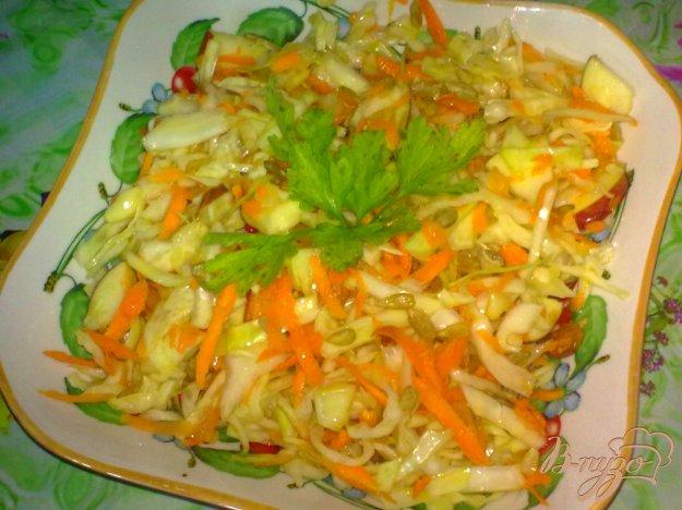 фото рецепта: Салат из капусты с яблоком