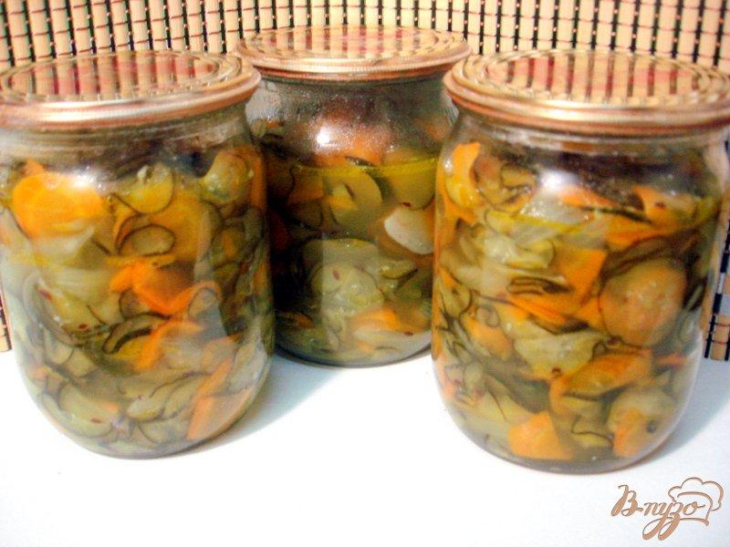 Фото приготовление рецепта: Салат из огурцов шаг №9