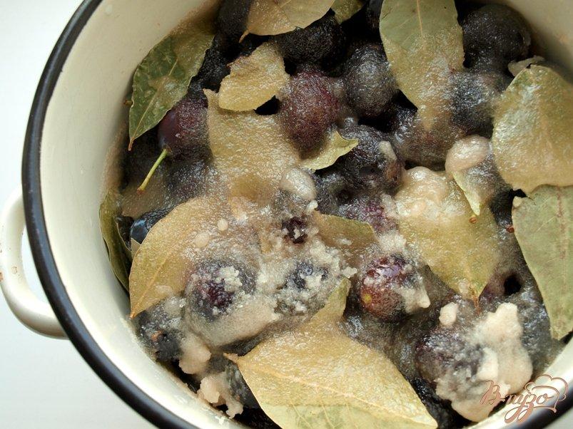 Фото приготовление рецепта: Сладкие маринованные сливы шаг №4