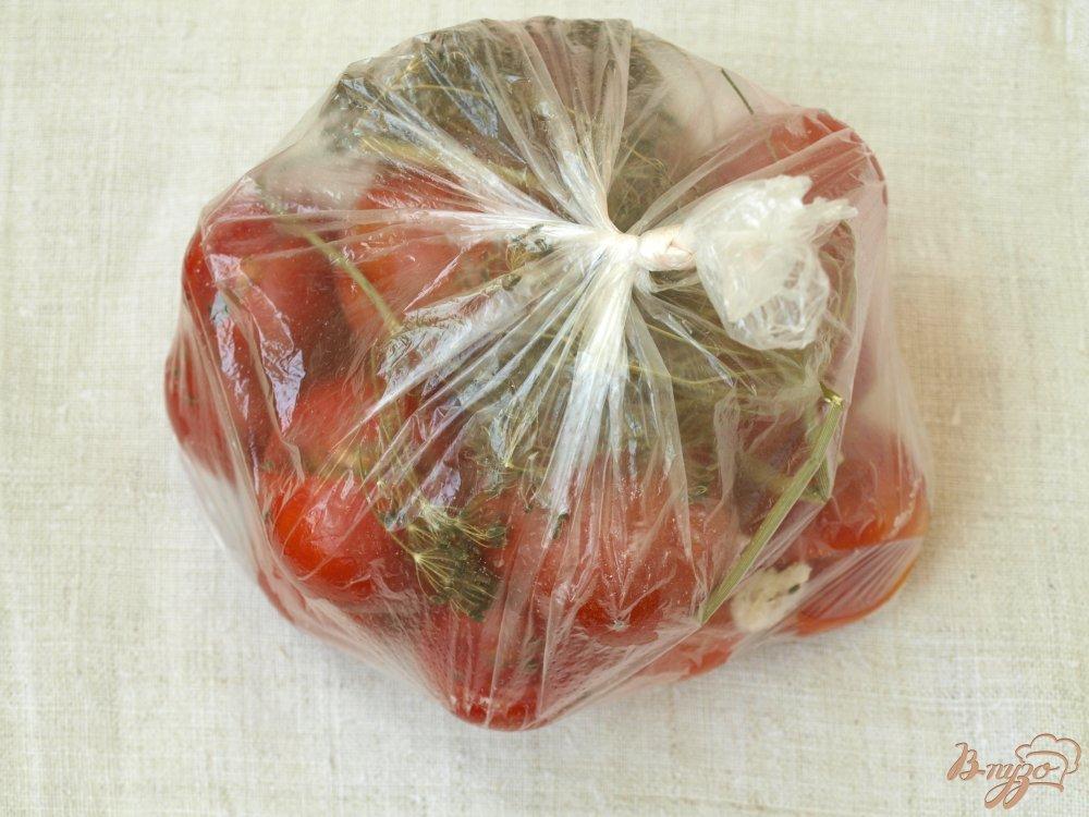 Фото приготовление рецепта: Помидорчики малосольные в пакете шаг №5