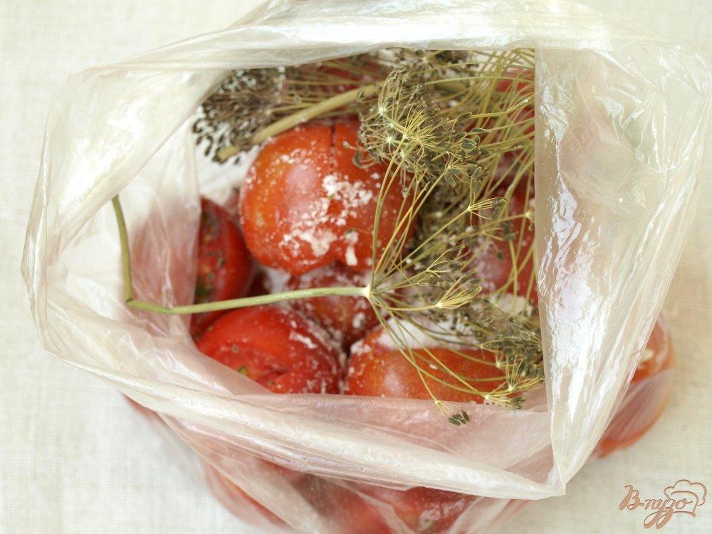 Фото приготовление рецепта: Помидорчики малосольные в пакете шаг №4