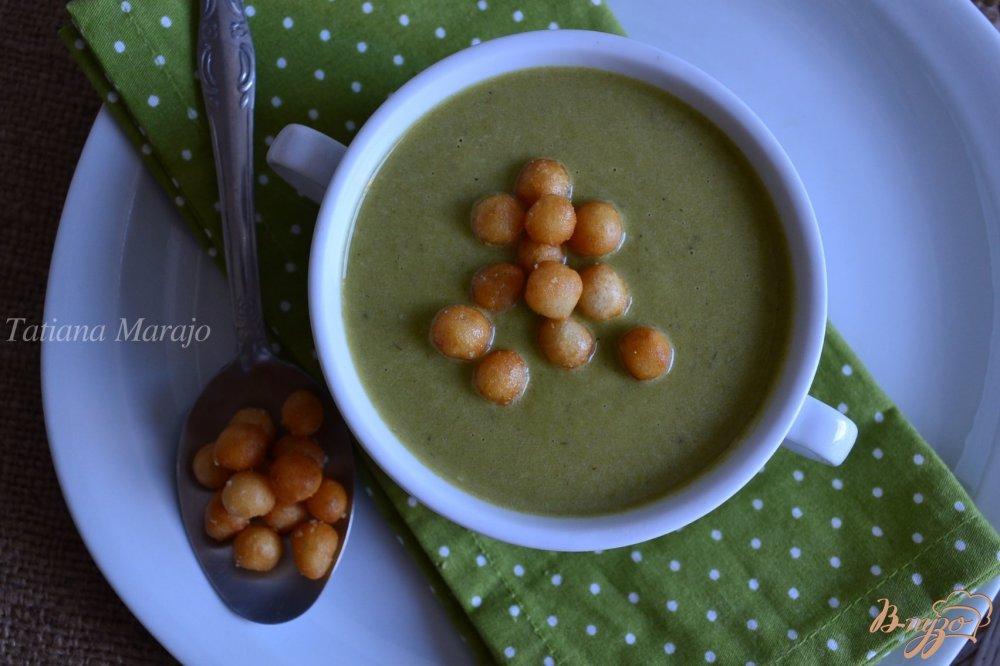 Фото приготовление рецепта: Крем-суп из лука порея с зеленым горошком шаг №7