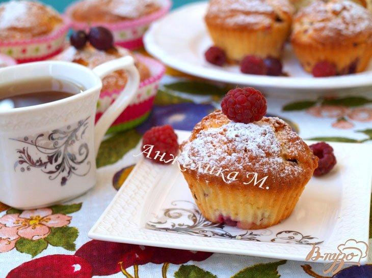Фото приготовление рецепта: Кексы с ягодами шаг №5