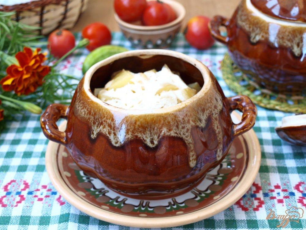 Фото приготовление рецепта: Свинина запечённая в горшочках с грибами и картофелем шаг №5