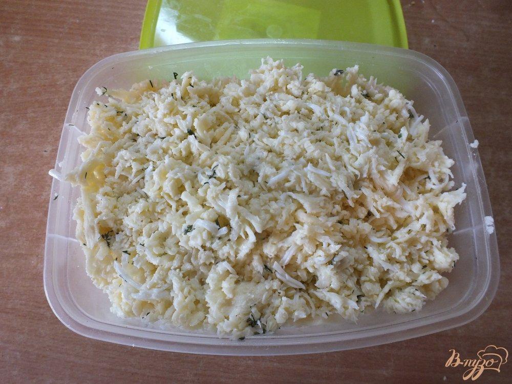 Фото приготовление рецепта: Сулугуни с яйцом на костре шаг №3