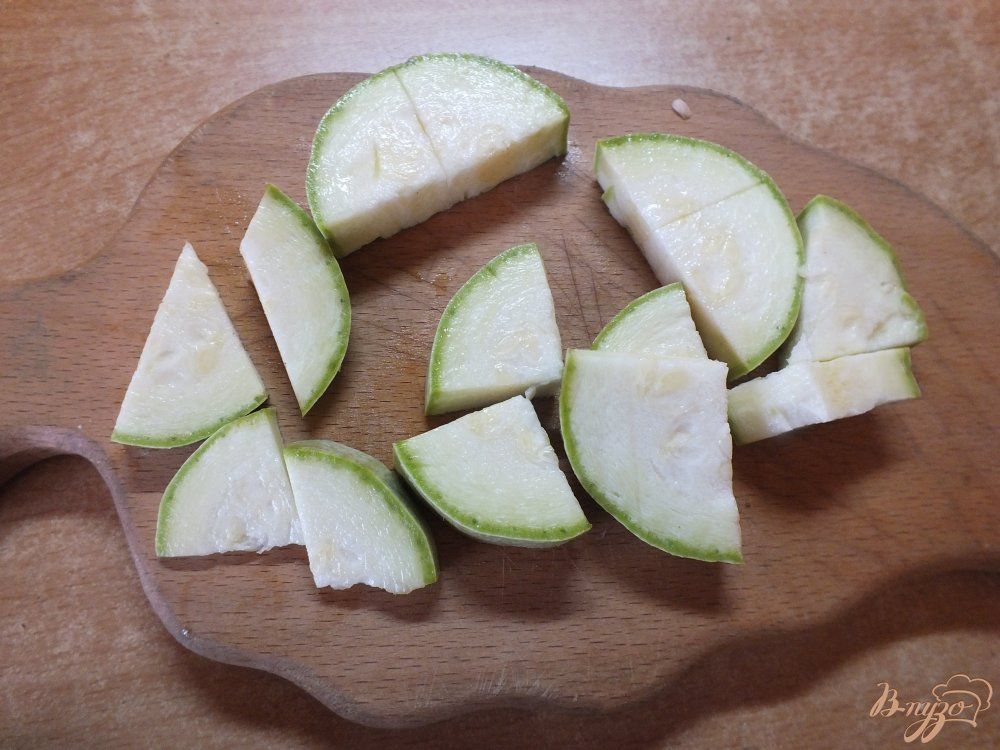 Фото приготовление рецепта: Теплый салат с корнем сельдерея шаг №1