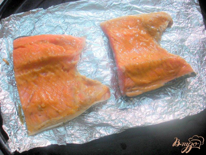 Фото приготовление рецепта: Лосось под горчицей и кленовым сиропом шаг №4