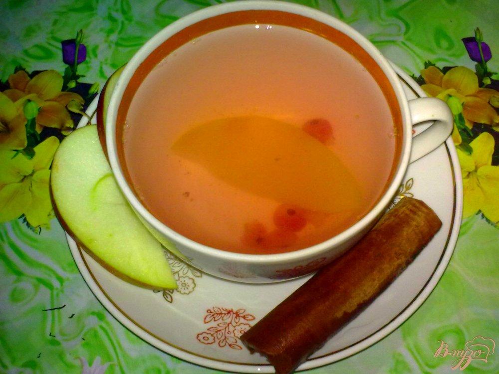 Фото приготовление рецепта: Компот из яблок с красной смородиной шаг №4