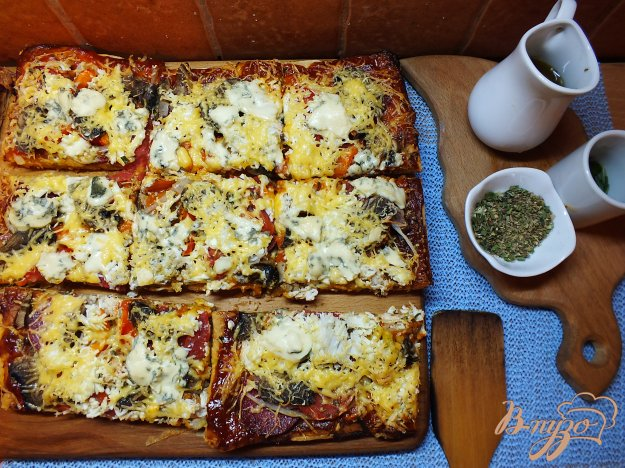 Рецепт Пицца с мясным ассорти и дор-блю