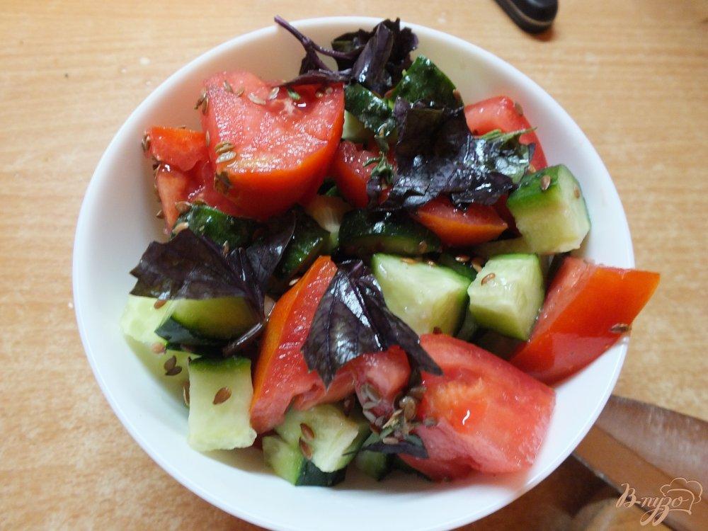 Фото приготовление рецепта: Салат овощной с сыром Дор-Блю шаг №6