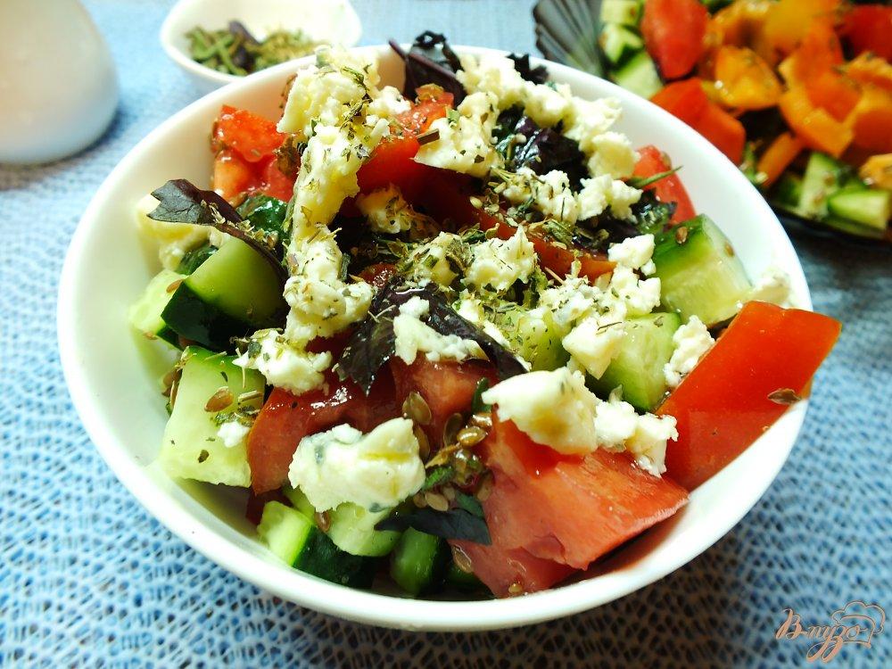 Фото приготовление рецепта: Салат овощной с сыром Дор-Блю шаг №8