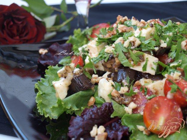 Рецепт Салат из запечённых баклажанов с брынзой и помидорами