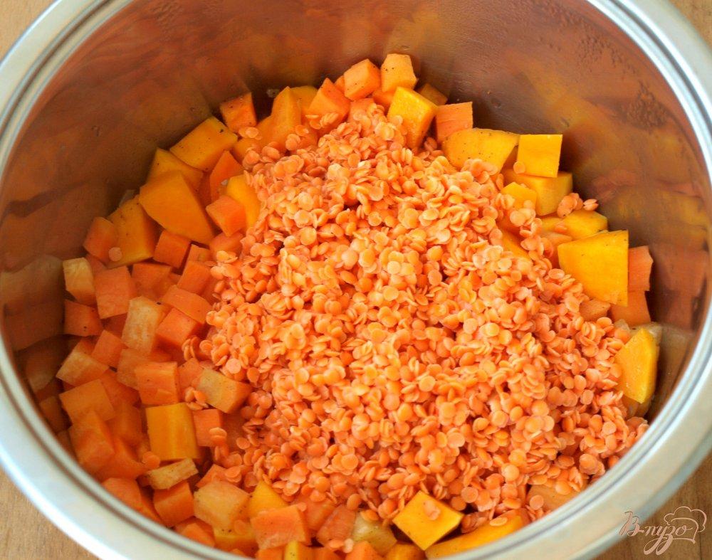 Фото приготовление рецепта: Суп-пюре из красной чечевицы шаг №3