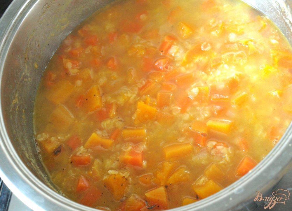 Фото приготовление рецепта: Суп-пюре из красной чечевицы шаг №4